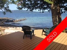Thetis Island Beachfront 3 bdr home + cottage for sale:  3 + studio 1,696 sq.ft. (Listed 2015-07-10)